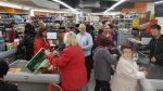 Gran èxit de l'obertura del supermercat a l'antic Mercat de Núria