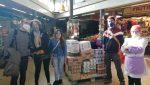 Els paradistes del Mercat de la Montserrat donen aliments a les xarxes de suport